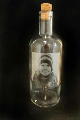 Gravírování portrétu na lahev