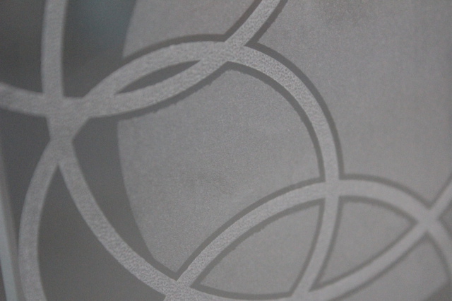 Detail gravírování na skleněný pohár