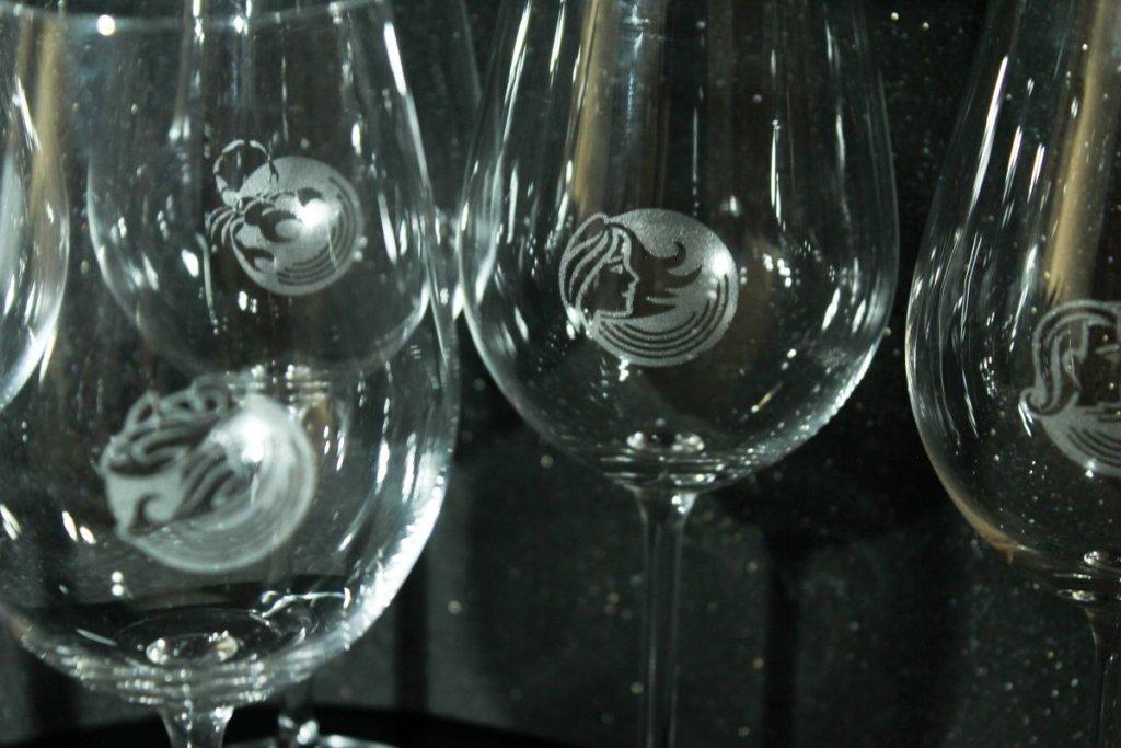 Gravírování znamení na skleničku