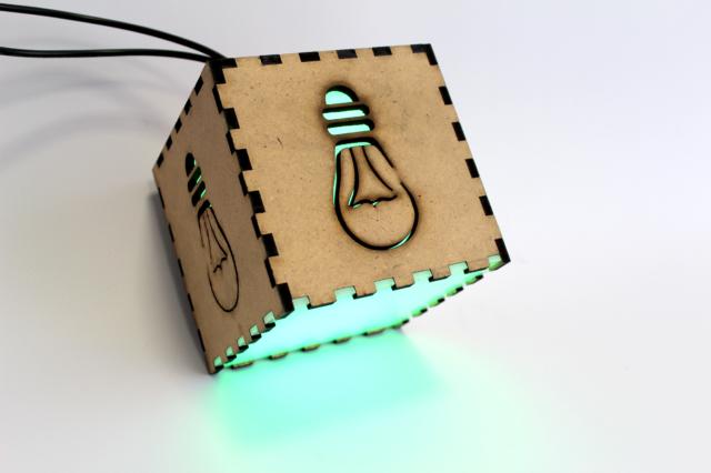 LED závěsné stínidlo, vyřezáno CO2 laserem