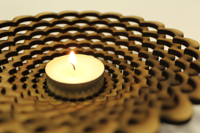 Svicen vyrezany na CO2 laseru
