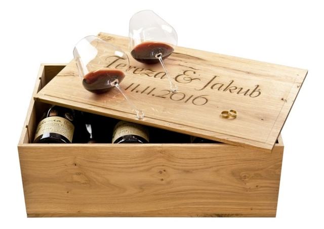Bedna na víno gravírování jmen novomanželů